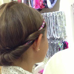 Le bandeau tressé : l'art de se coiffer avec style