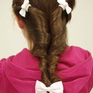 Tuto coiffure : la tresse floue pour enfant
