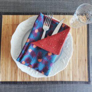 Coudre des serviettes de table colorées