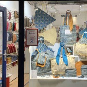 Idées cadeaux de Saint-Valentin : faites le plein d'inspiration avec Clara de la boutique de La Rochelle.